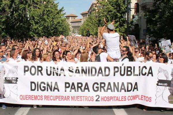 salud opta por hacer cambios y dialogar con los profesionales de la medicina en Granada